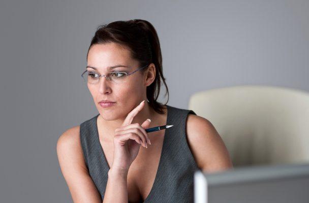 El panorama para las mujeres que aspiran a un puesto directivo no es alentador. Los millenials dicen que alcanzarán la equidad de género en menos 20 años.